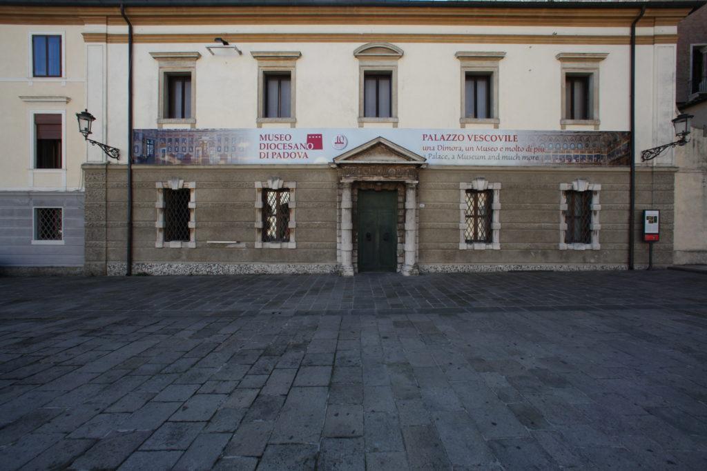 Facciata del Museo Diocesano, su piazza Duomo